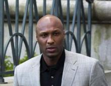 `Recovering` Lamar Odom catches up on college baseball game