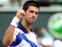Djokovic, Murray progress to last eight of Paris Masters