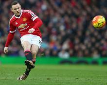 Wayne Rooney breaks Bobby Charlton's Man Utd scoring record against Stoke City