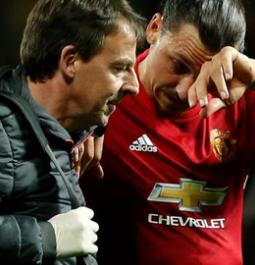 Man U's Ibrahimovic out with knee injury