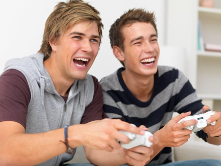 Risk-glorifying video games likelier to lead teens to drive recklessly